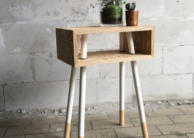 tafeltje met doorgestoken poten